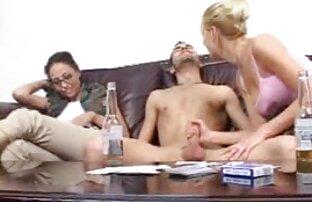 La petite AL porno en streaming français n'aime pas son papa.