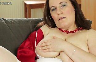 La cougar aux gros seins Lisa Ann joue video porno viol gratuit avec sa chatte propre