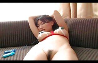 La rousse de Primecups porno hentai gratuit se masturbe dans le salon